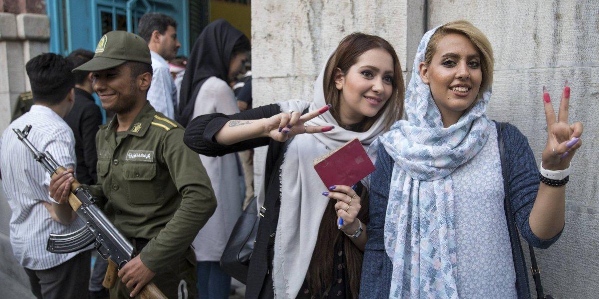 Detienen a 230 jóvenes en Irán por hacer fiestas con alcohol y bailes