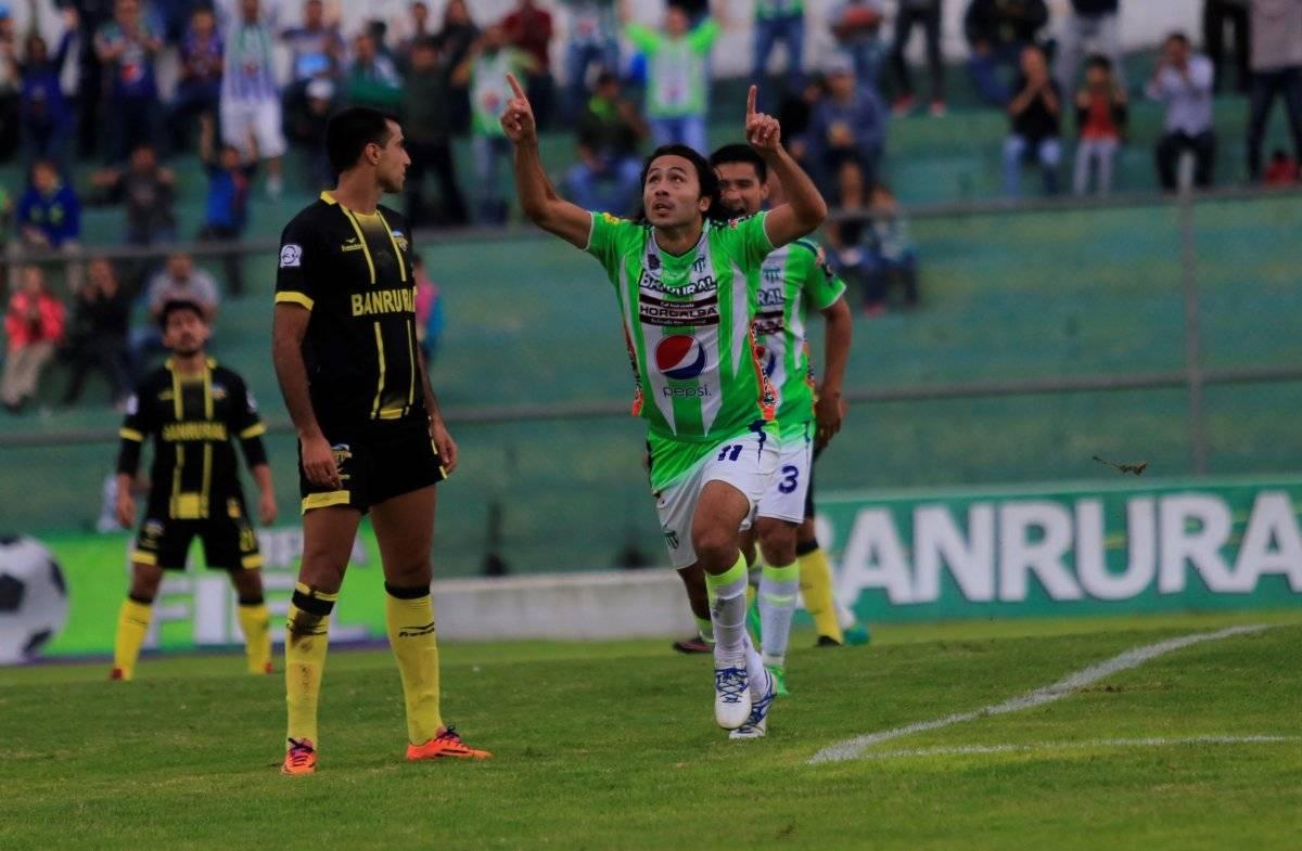 Agustín Herrera celebra un gol ante Petapa