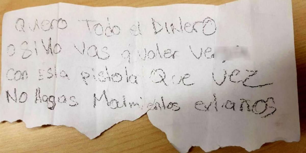 Con una nota asaltan tienda departamental en Coyoacán
