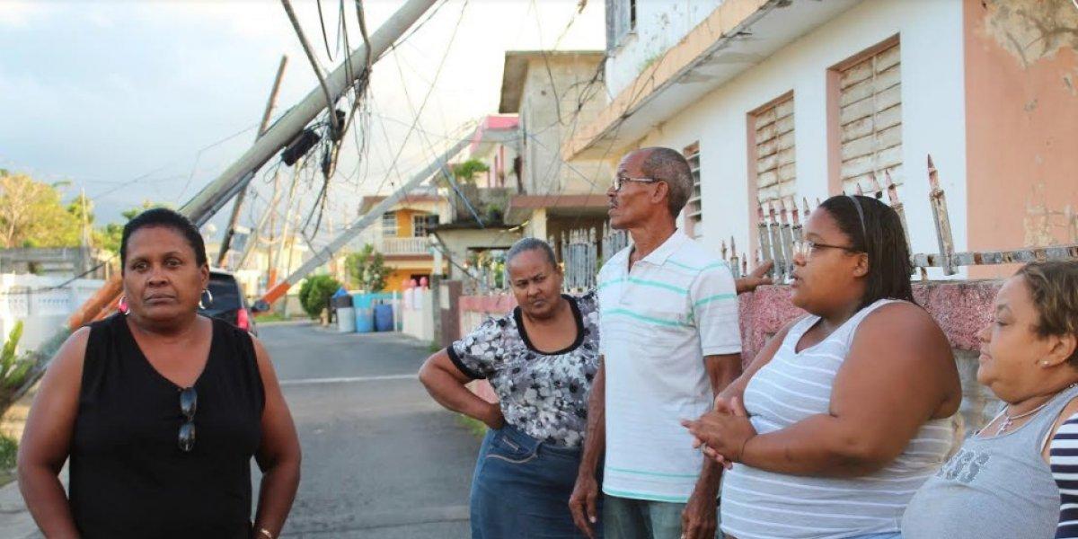 Postes AEE cuelgan sobre casas en sector de Loíza