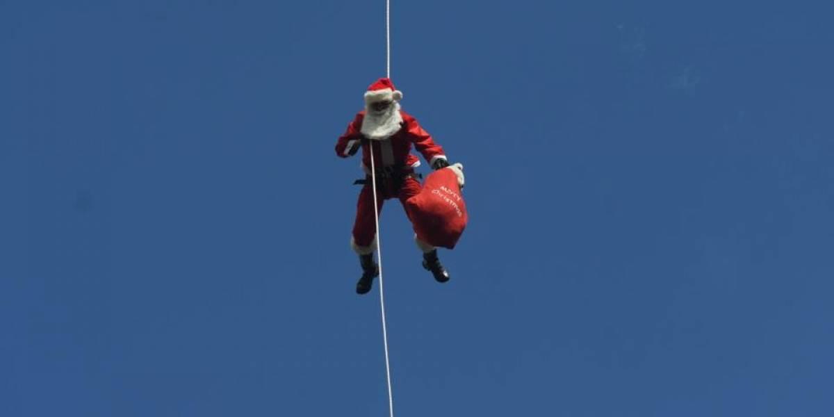 """El """"Santa Claus de los pobres"""" les lleva felicidad a los niños"""