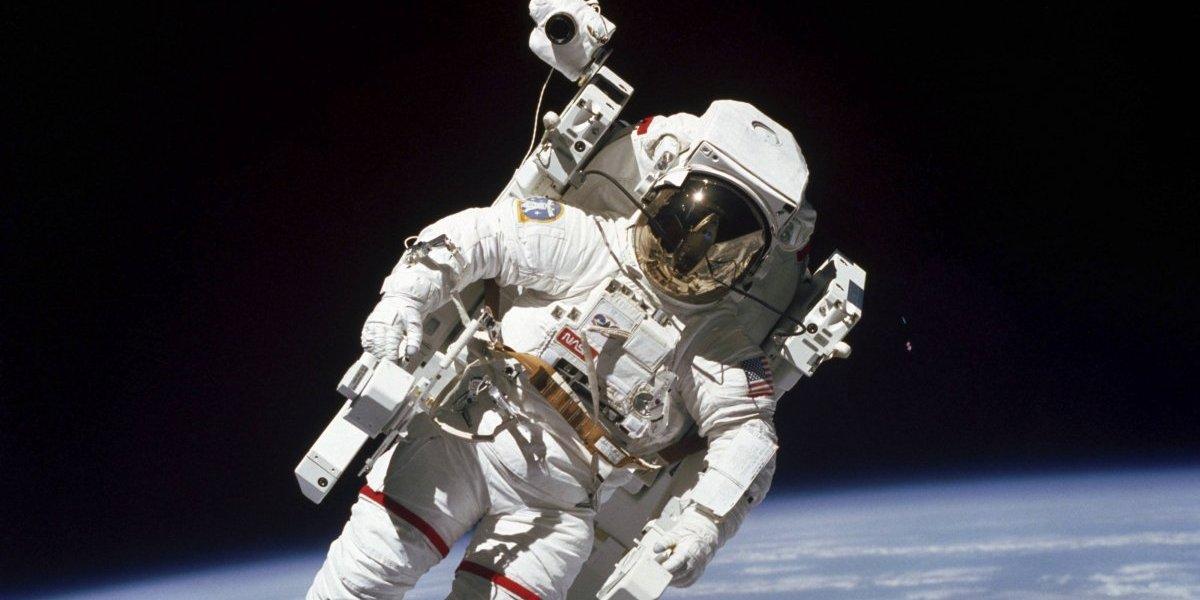 Muere Bruce McCandless, primer ser humano en 'flotar' en el espacio