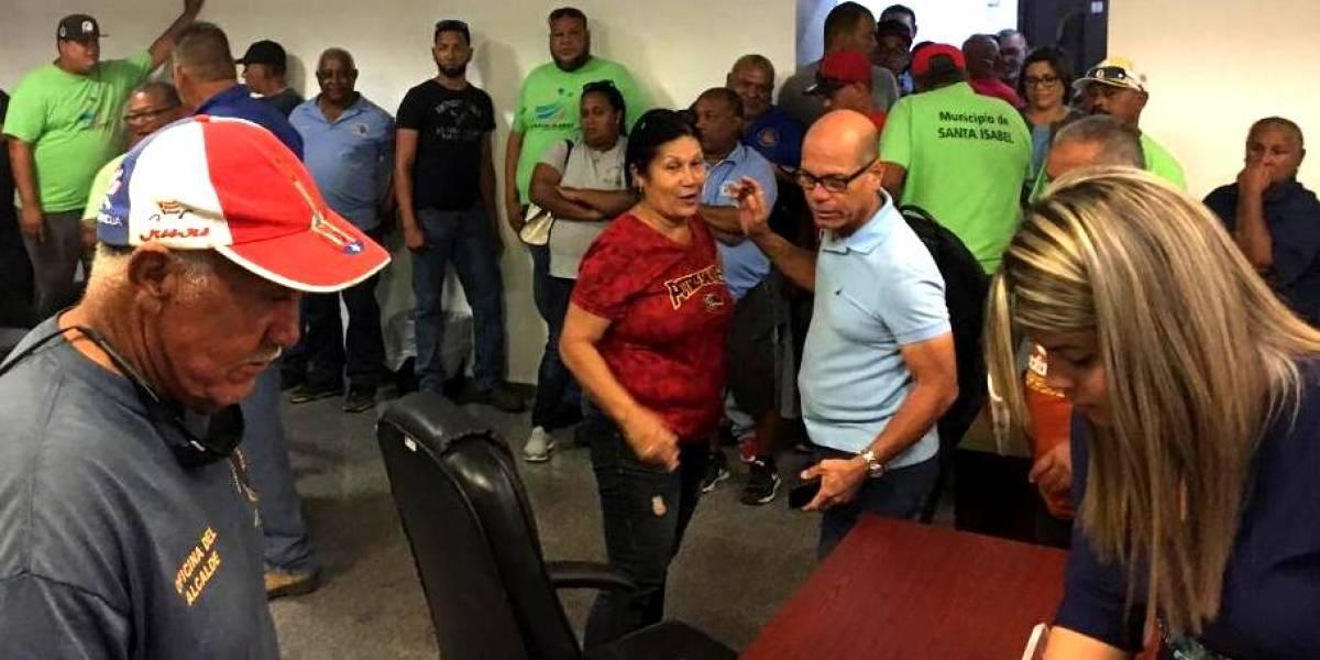 Empleados municipales de Santa Isabel reciben mil dólares de bono navideño