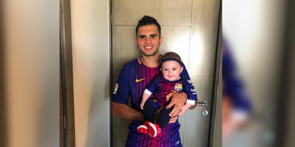 FOTO: Iván García disfruta del Barcelona y Messi en compañía de su bebé