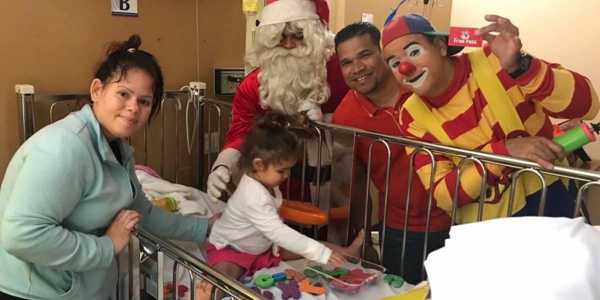 Llevan alegría en forma de juguetes a niños hospitalizados