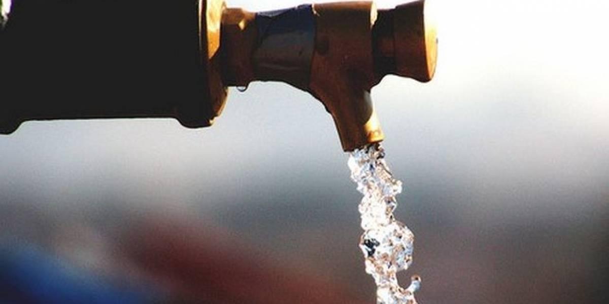 Comunidad en Toa Alta denuncia que AAA les quitó el agua