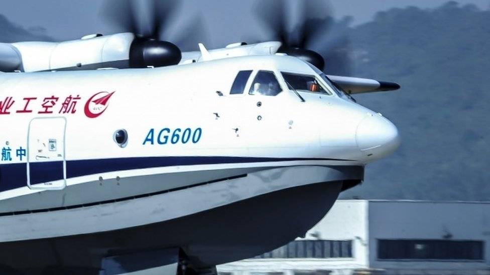 Primer avión anfibio grande de China realiza vuelo inaugural