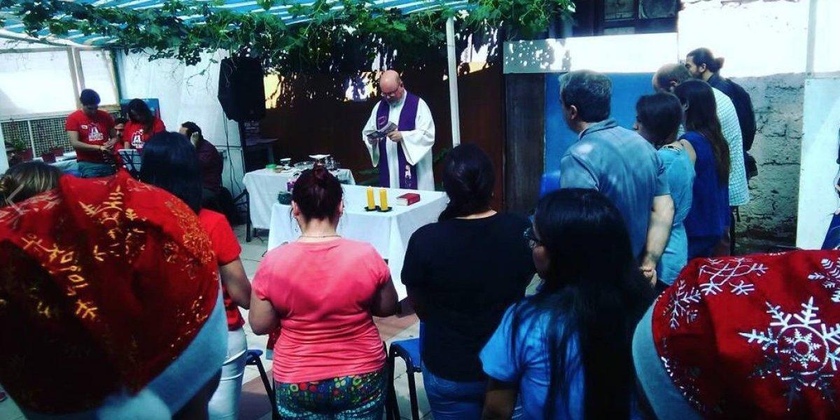 Recordó el cumpleaños de su madre: voluntario venezolano asiste a personas en situación de calle en Santiago