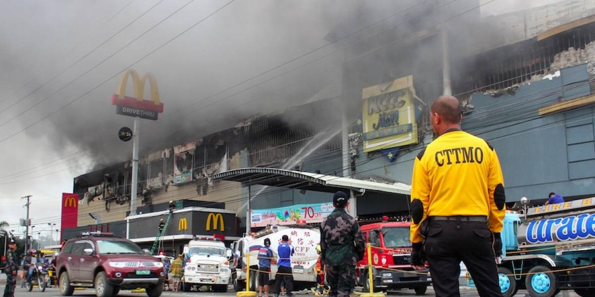 Al menos 37 muertos en incendio en centro comercial de Filipinas