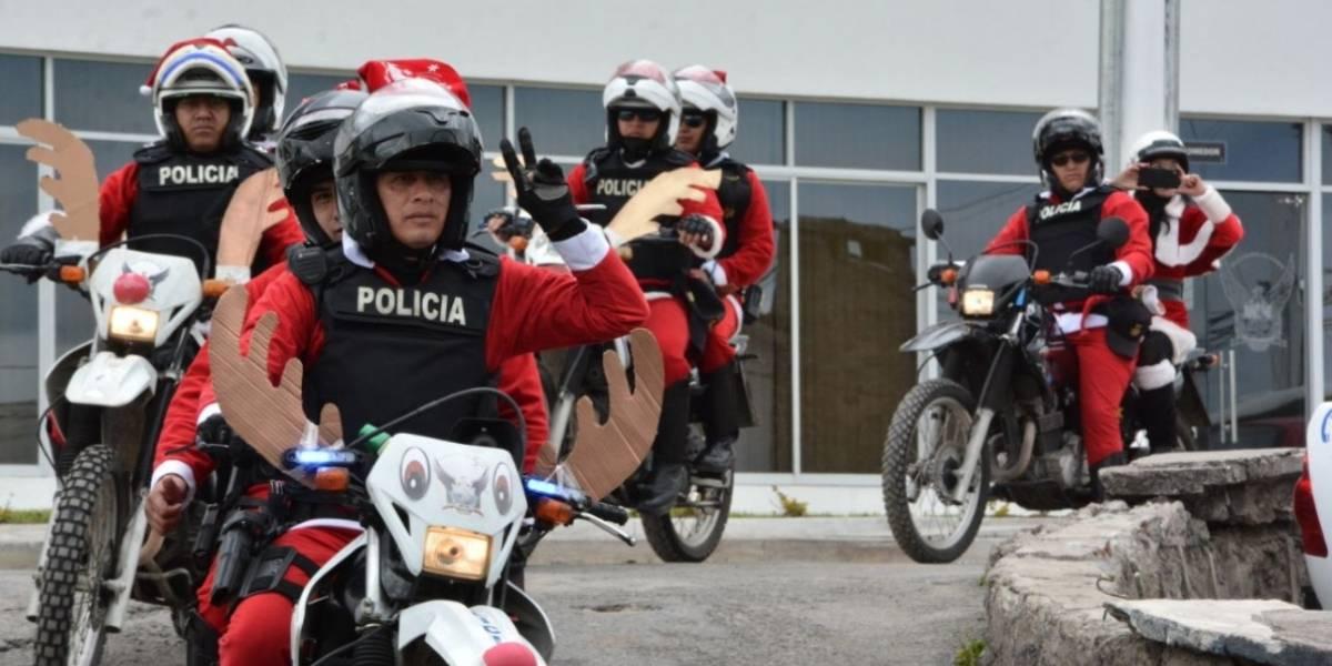 40 funcionarios policiales se disfrazaron de 'Polinoeles' por Navidad