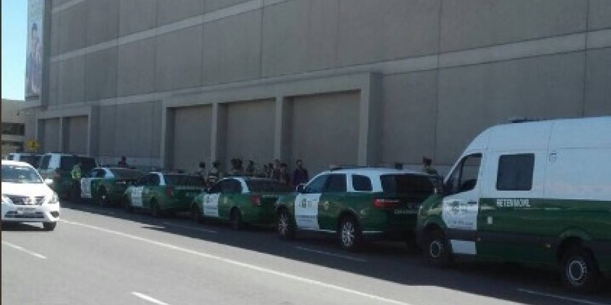 Cerrillos: inician evacuación de conocido mall por eventual artefacto explosivo