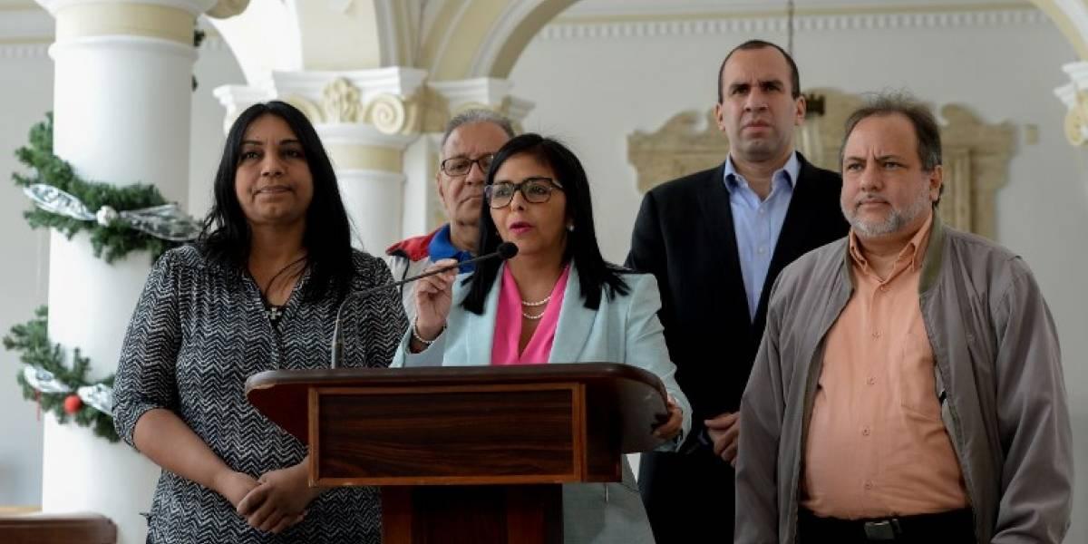 Venezuela libera a 36 opositores de un grupo de 80 en víspera de Navidad