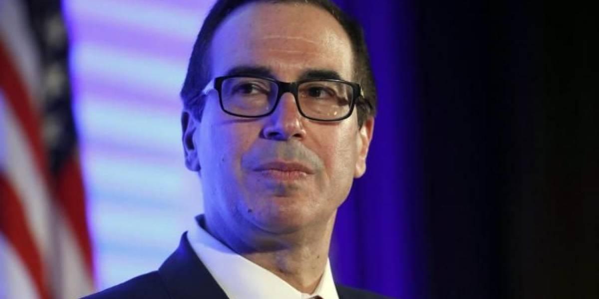 Regalan excremento de caballo a secretario del Tesoro de Estados Unidos