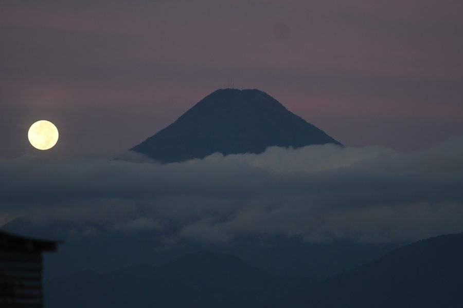 Luna escala el volcán