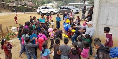 Niños celebran Navidad en Sumpango