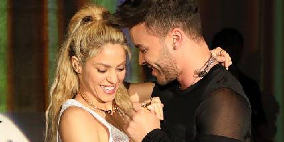 Shakira demuestra sus dotes en la cocina y Prince Royce la halaga