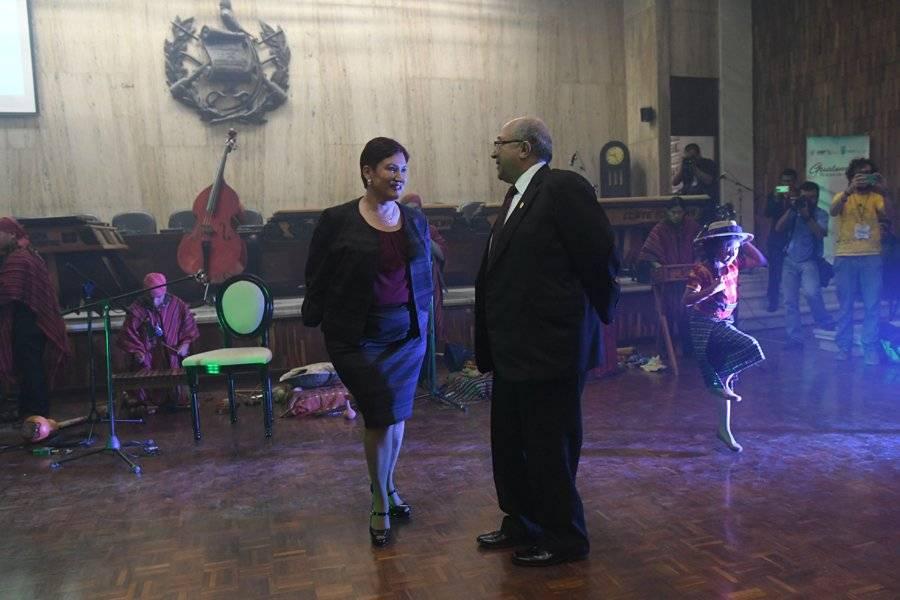 Thelma Aldana baila durante tarde cultural en la CSJ