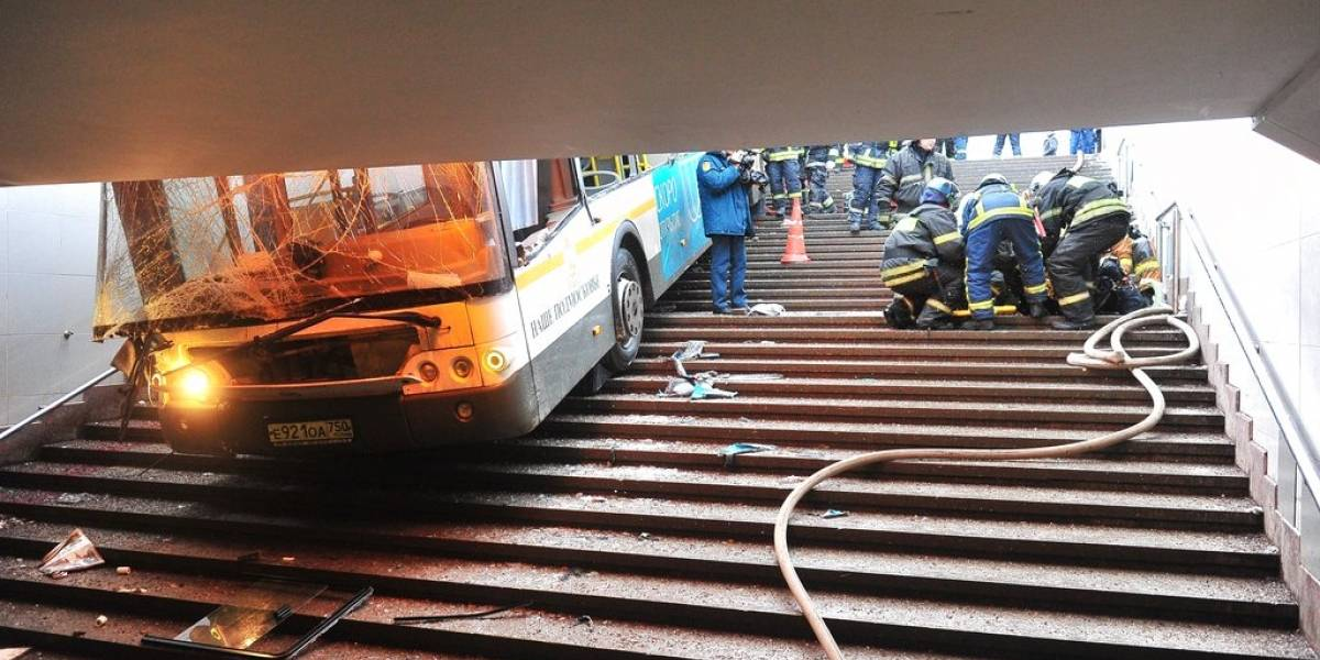 Autobús embiste a una multitud en Moscú y deja al menos cinco víctimas fatales