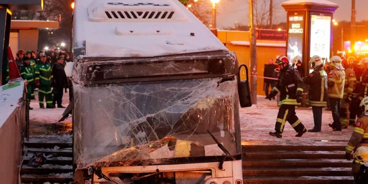 Video muestra cuando bus atropella a varias personas en Moscú