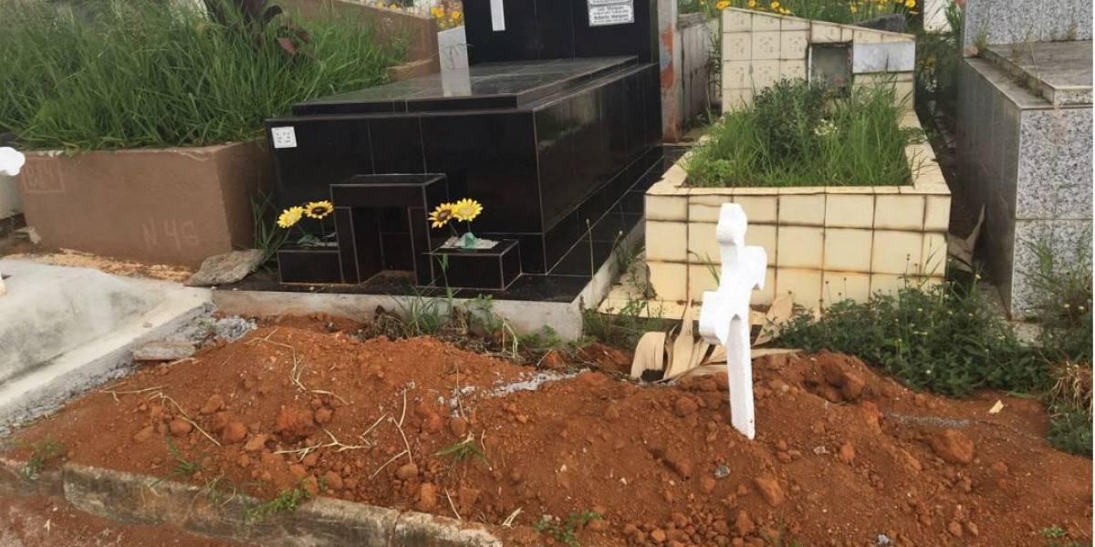 Cemitério em Mogi das Cruzes usa calçadas para enterrar novos corpos