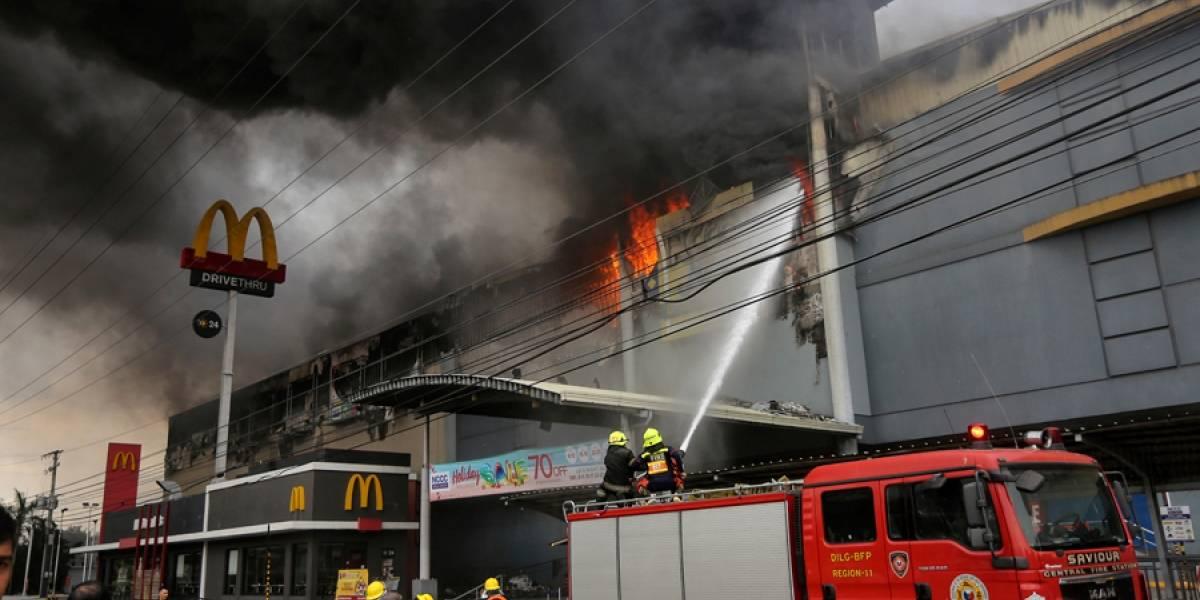 Hallan restos de víctimas tras incendio en Filipinas
