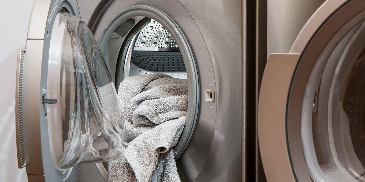 Menina de três anos fica presa em máquina de lavar ligada