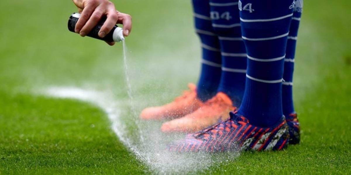 Los creadores del spray evanescente demandaron a la FIFA por USD 100 millones