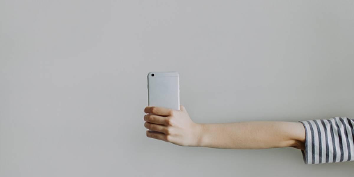 ¿Alzar el celular para mejorar la señal funciona?