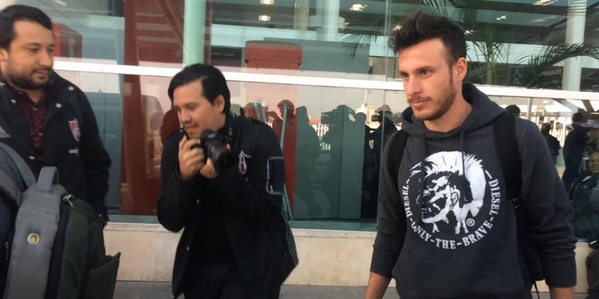Ángelo Henríquez llega a Guadalajara para cerrar fichaje con Atlas
