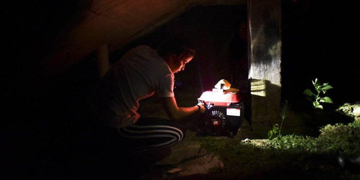 Reseñan la desesperante vida sin electricidad en P.R.
