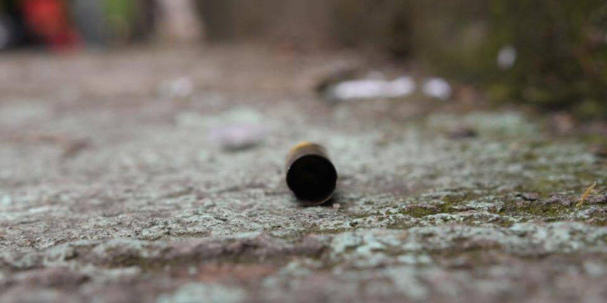 Un muerto y un herido por ataque armado en campo de fútbol en zona 6