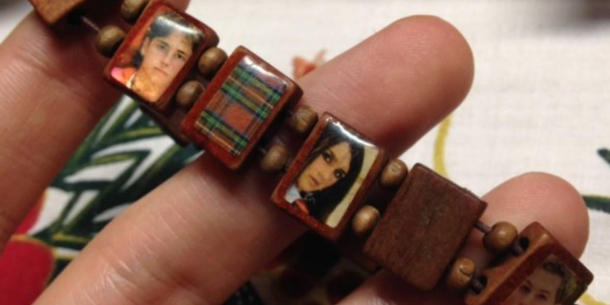 """Pensó que la acompañaban los santos pero era otra cosa: la foto de la pulsera """"milagrosa"""" de una abuela que se volvió viral"""