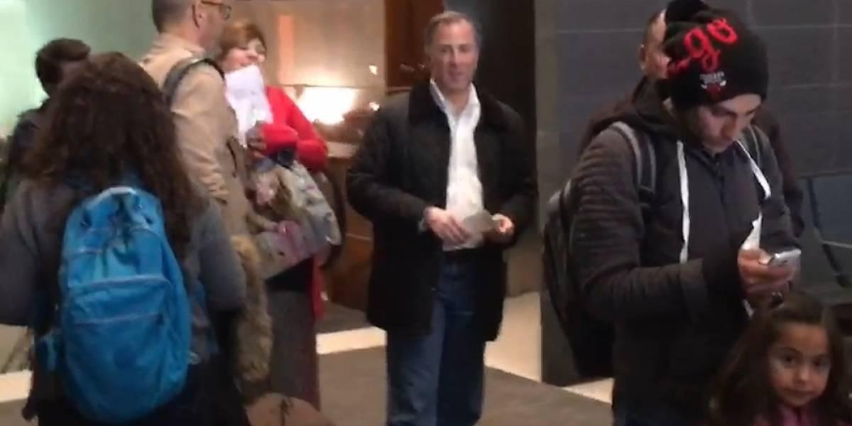 Video: Meade sorprende en la fila del Aeropuerto de Monterrey