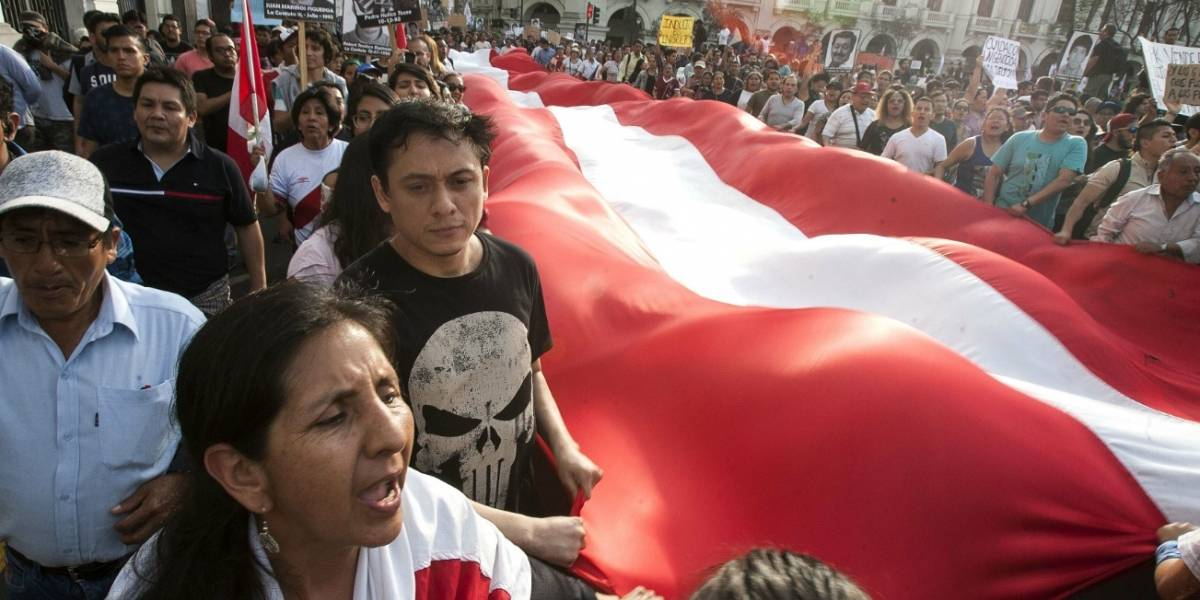 Miles de personas protestan en Perú contra el indulto a Fujimori