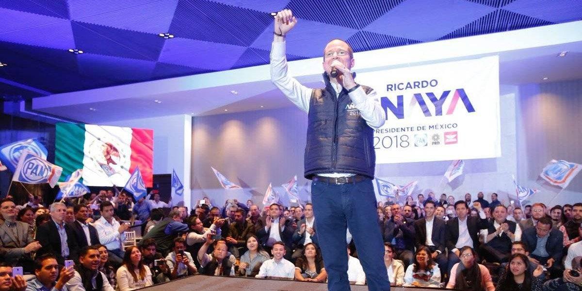 Ricardo Anaya intercambia opiniones con jóvenes en redes sociales