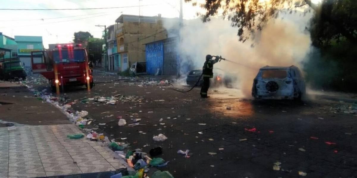 Criminosos colocam fogo em carros após baile funk na zona leste de SP