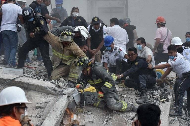 Rescatistas tras terremoto en México