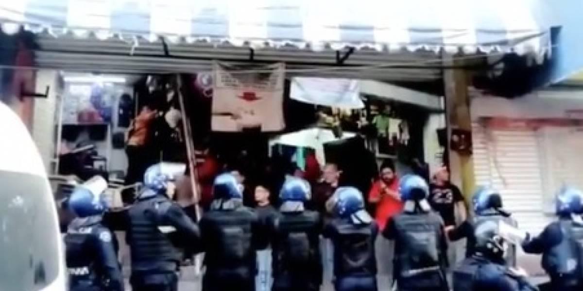 Ladrones enfrentan policías por el robo de celulares en Plaza Meave