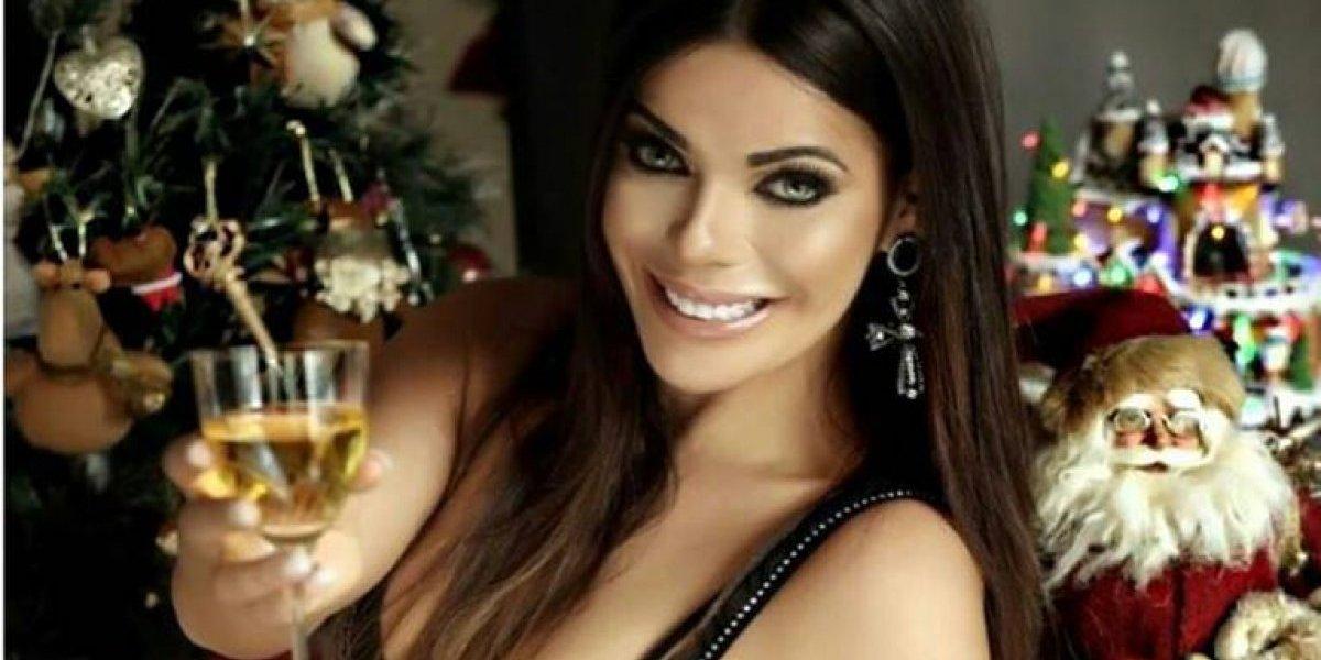 Suzy Cortez dejó al descubierto una de sus partes íntimas en una sexy foto navideña