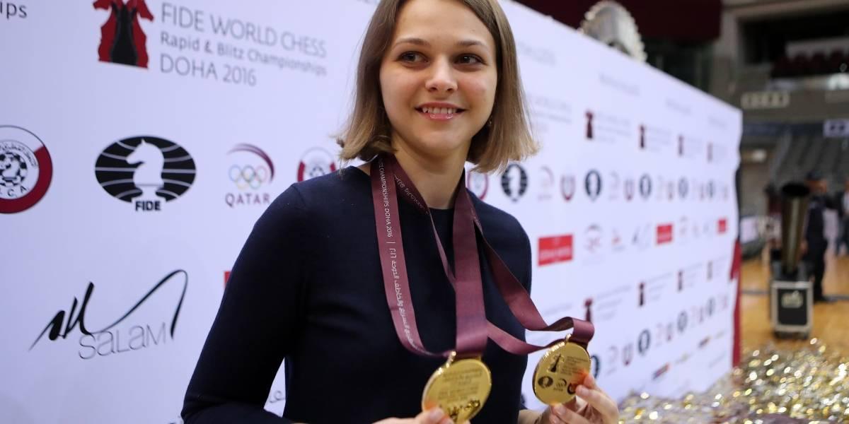 """""""Para no sentirme como una criatura secundaria"""": campeona de ajedrez se niega a ir a Arabia Saudita por trato a mujeres"""