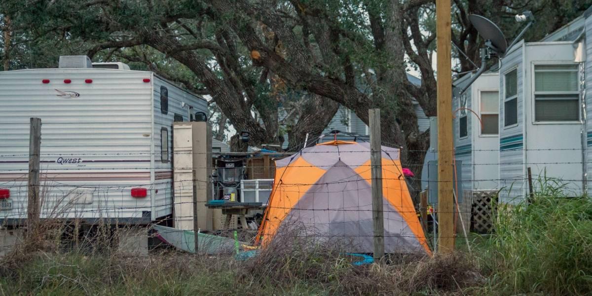 Destapan despilfarro en casas remolque de FEMA