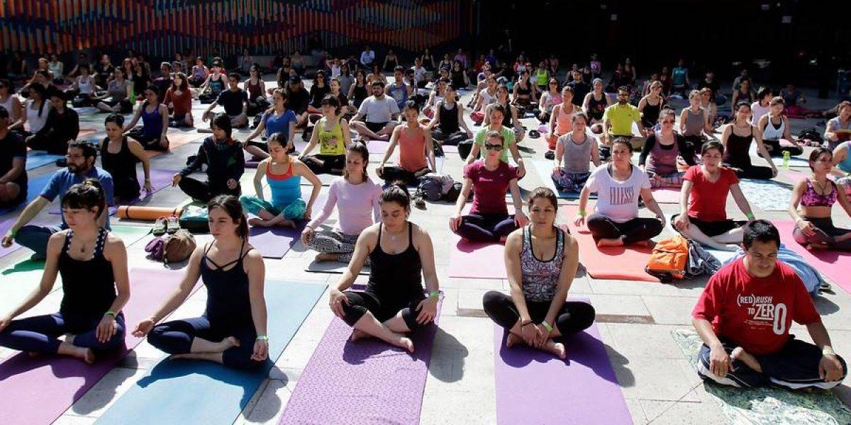 """""""RYE"""": Celebran 40 años del yoga en las aulas de clases"""