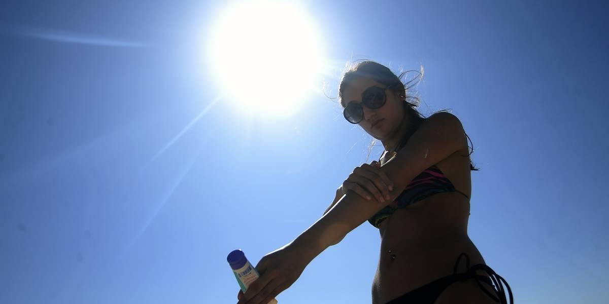 Sol y contaminación: la combinación de estos factores aumenta el riesgo de cáncer a la piel