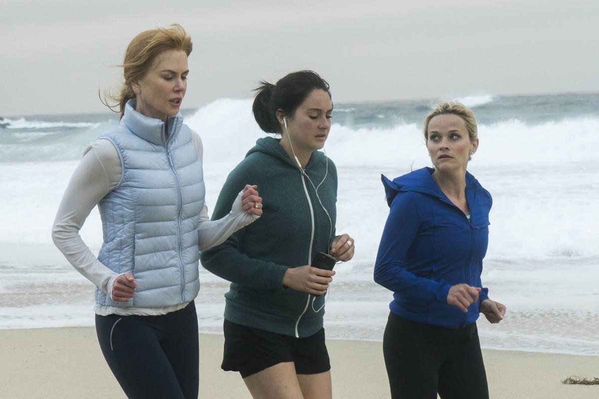 """""""Big Little Lies"""" (HBO). A minissérie baseada no livro homônimo de Liane Moriarty acompanha o cotidiano de três mães que vivem em um balneário de luxo chamado Monterey. Protagonizada por Nicole Kidman, Reese Witherspoon e Shailene Woodley, a minissérie foi tão aclamada que acabou de garantir sua segunda temporada / Reprodução"""