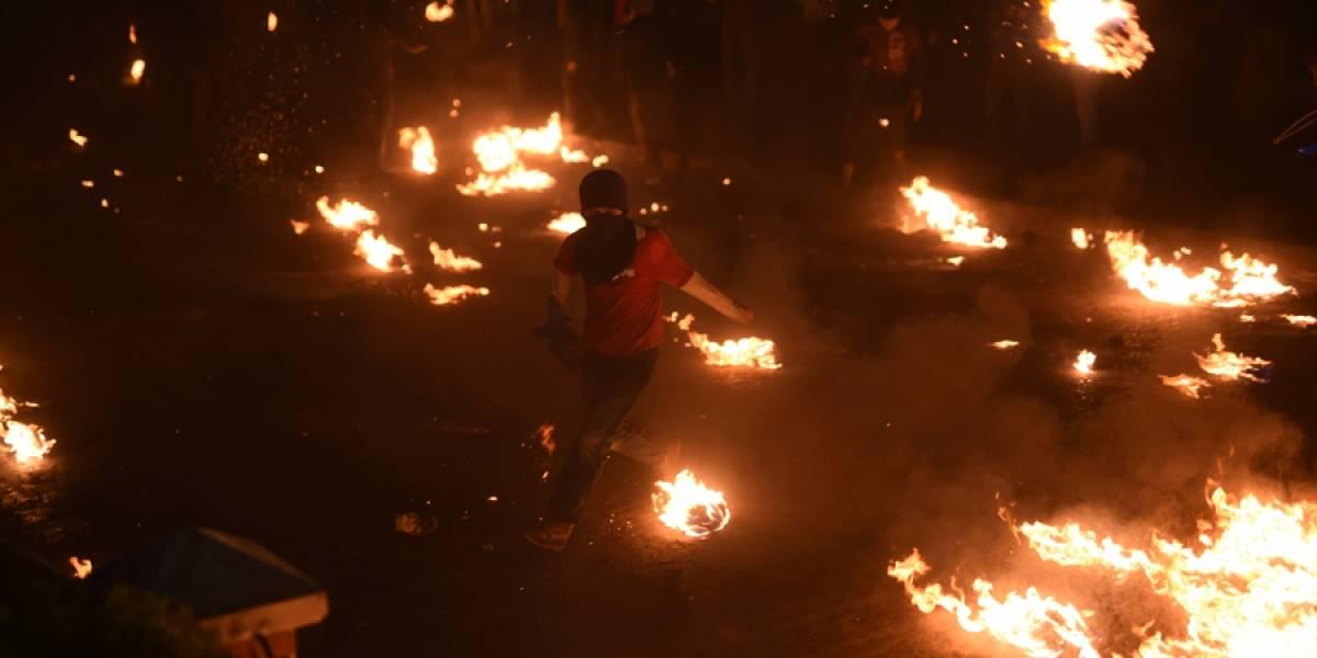 """EN IMÁGENES. El juego de las """"Bolas de Fuego"""", una tradición de San Cristóbal, Alta Verapaz"""