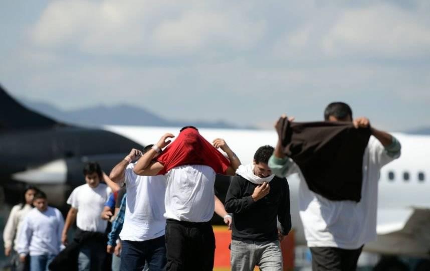 Los guatemaltecos retornados llegan a la FAG, en la zona 13 capitalina. Foto: Oliver de Ros