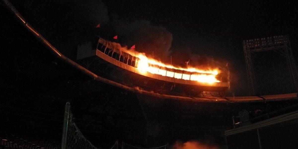 Un voraz incendio destruye palco de prensa estadio Quisqueya Juan Marichal