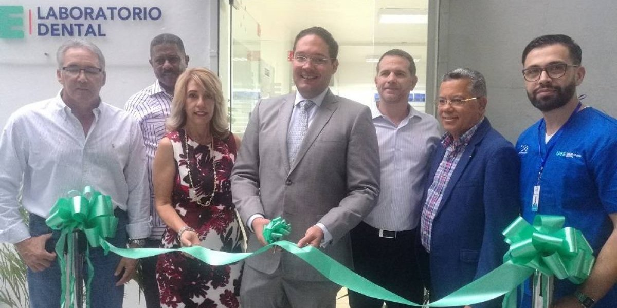 UCE apertura moderno Laboratorio Dental