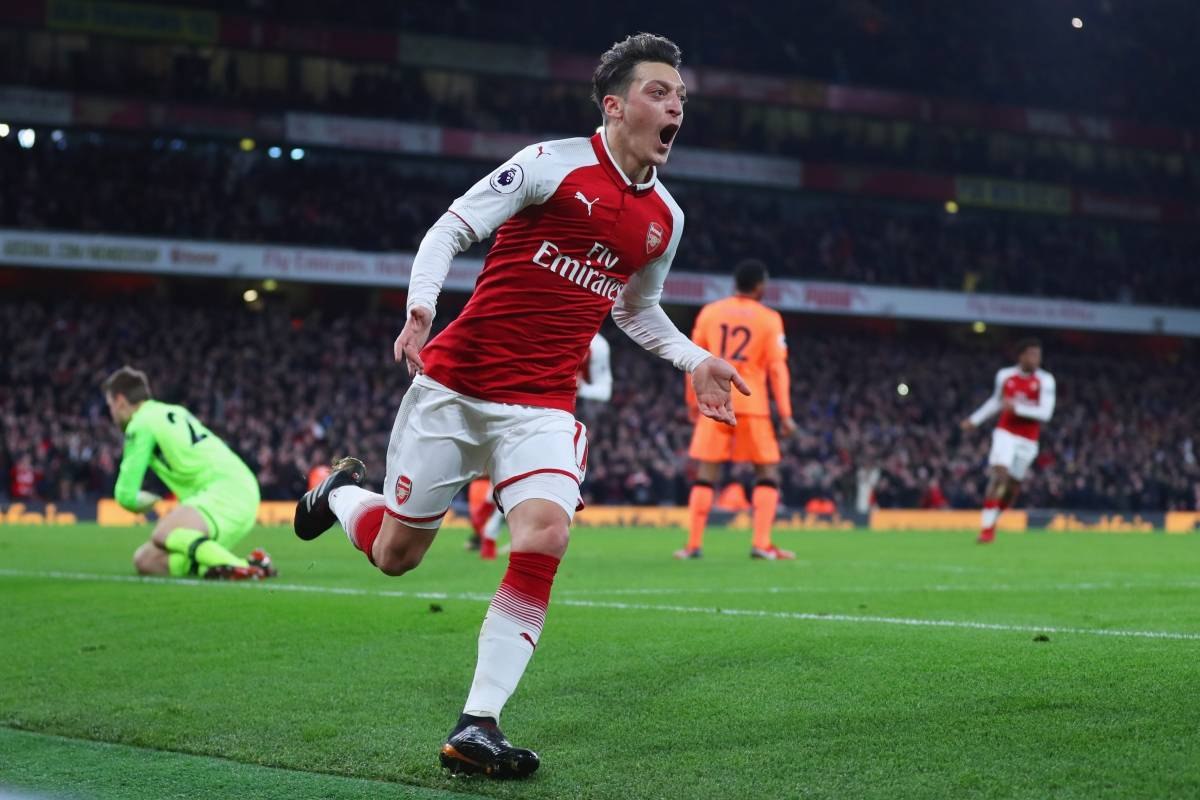 Ozil (meio campo) - Arsenal Catherine Ivill/Getty Images