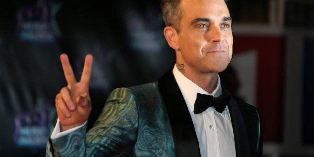 Robbie Williams tira a roupa para desejar Feliz Natal; veja
